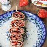 Pannenkoekspiesjes met nutella en aardbeien