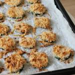 Bijgerecht: courgetterondjes met kaas en knoflook
