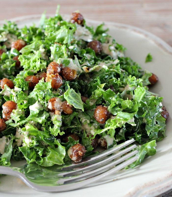 indiase-boerenkool-salade-met-geroosterde-kikkererwten