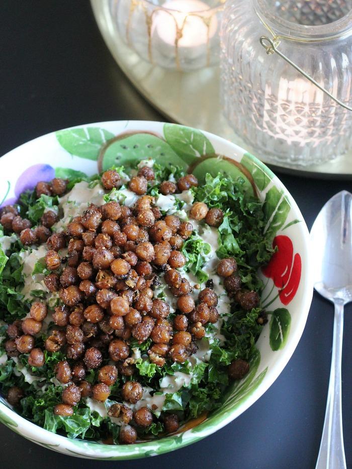 indiase-boerenkoolsalade-met-kikkererwten