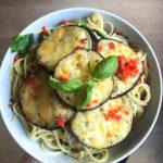 Drie euro food challenge | Pittige spaghetti met aubergine schijfjes.
