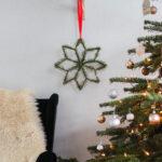 Kerstster gemaakt van ijslollystokjes en dennentakken!